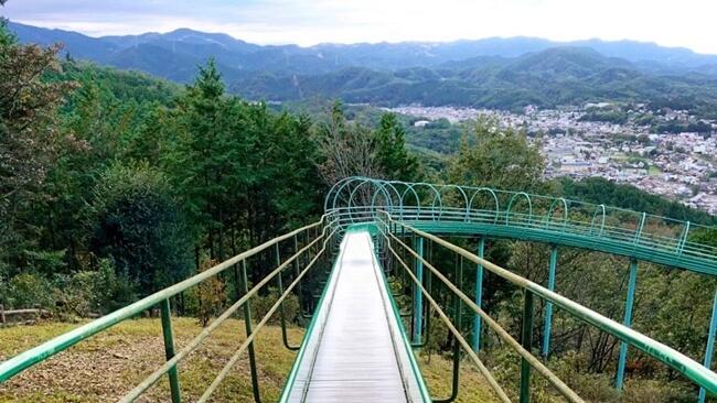 仙元山見晴らしの丘公園のローラー滑り台